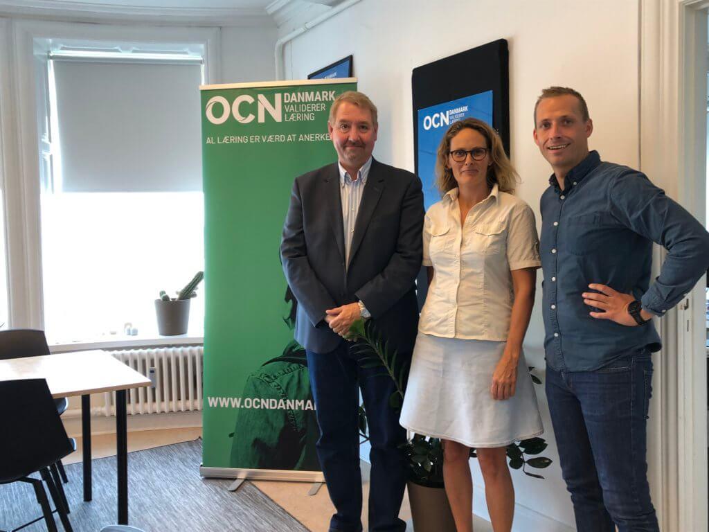 Fra Venstre: Projektleder for KLAPjob Claus Bergman Hansen, daglige leder hos OCN Danamrk Sisse Høy Simonsen og konsulent hos OCN Danmark Danny Thøgersen.